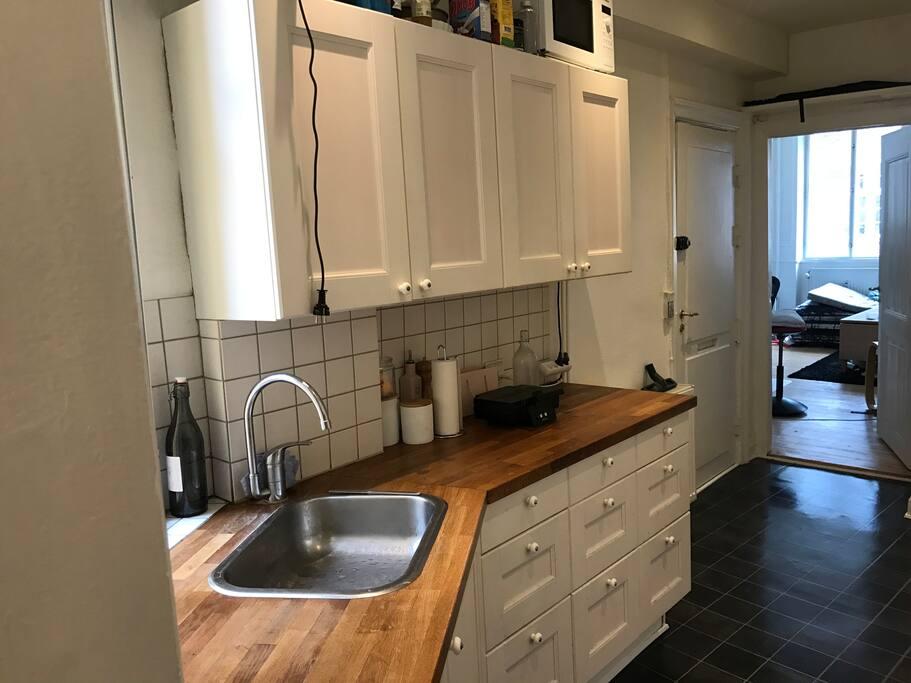 Kitchen /w frontdoor