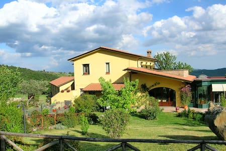 Farmhouse on Trasimeno lake