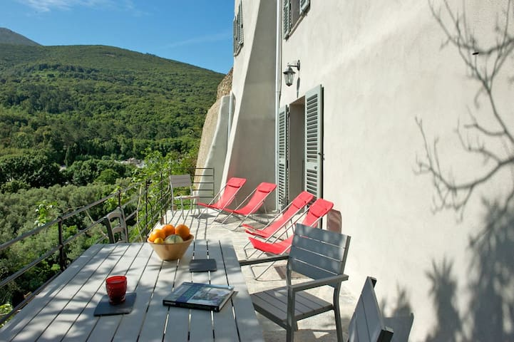 Charming and high-end holiday rental - Luri - Huis