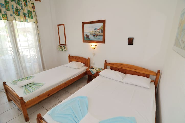 Room for up to 4 persons (3M)