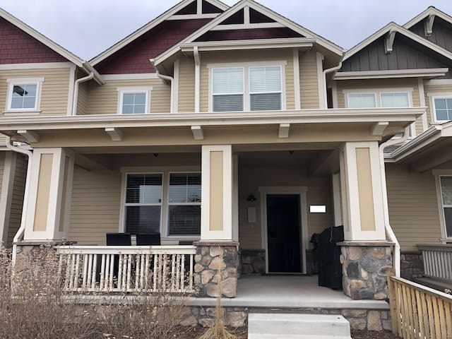 Spacious modern town home close to CSU/old town