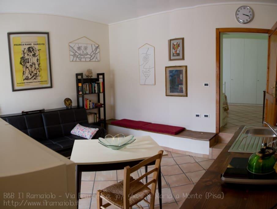 Cucina-Soggiorno dell'appartamento / Apartment Kitchen-Living Room