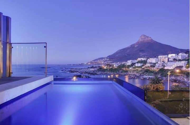 Stunning apartment, sea and mountain views