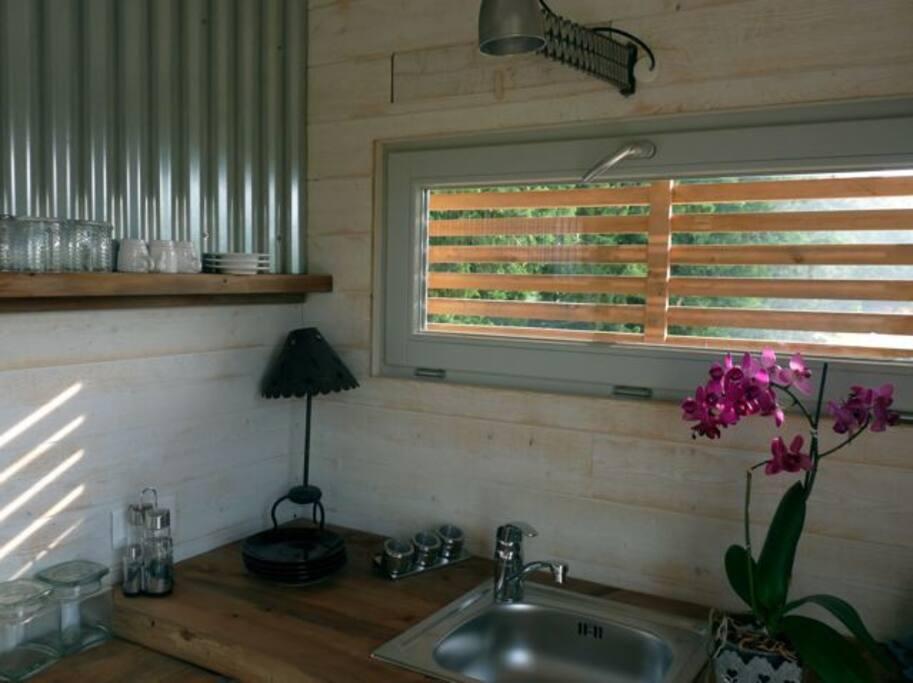 eco lodge in provence luberon cabanes louer saumane. Black Bedroom Furniture Sets. Home Design Ideas