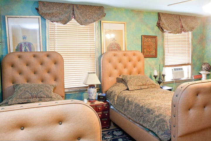 Trade Winds B&B Two Twin Beds