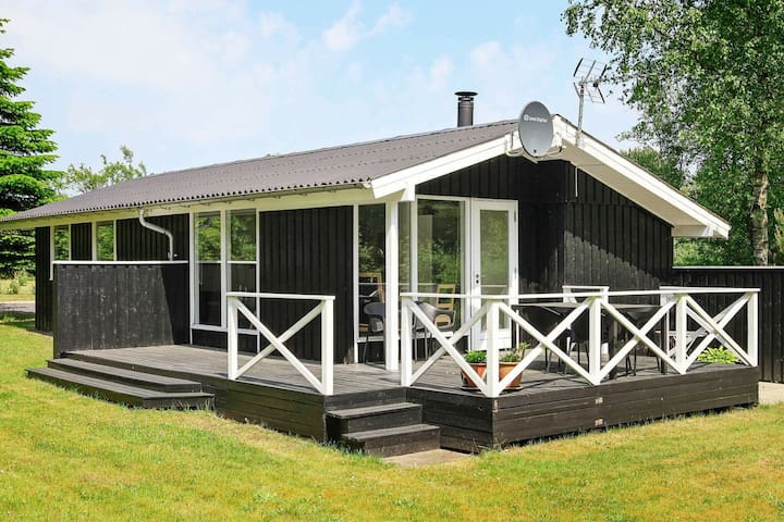 Peaceful Holiday Home in Hals near the Sea
