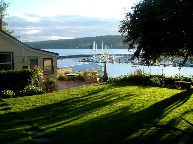 Downtown Poulsbo Waterfront Cottage - Poulsbo