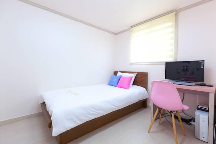 와우힐즈 게스트하우스(홍대, 서울) 싱글룸(1인실) #2