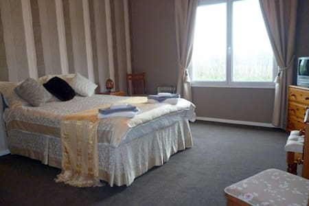 Farmhouse B&B in the Charente - Saulgond - Bed & Breakfast