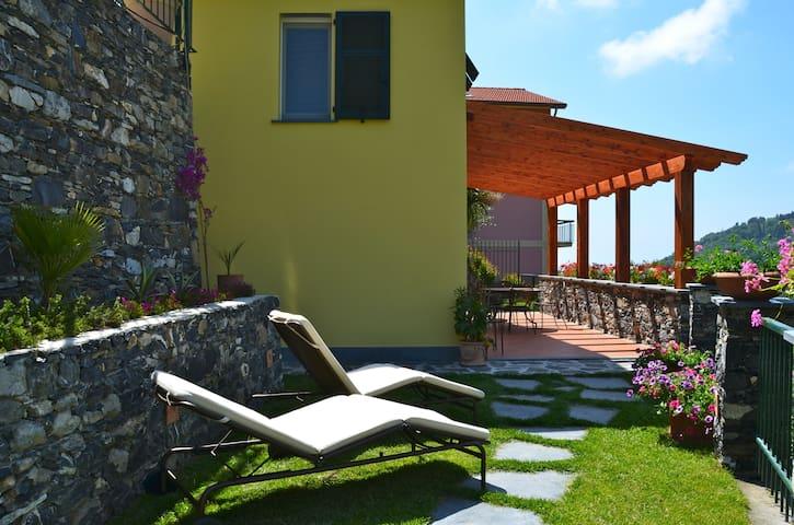 Villa con Giardino + Grande Appartamento 5 Terre - Solaro - Villa