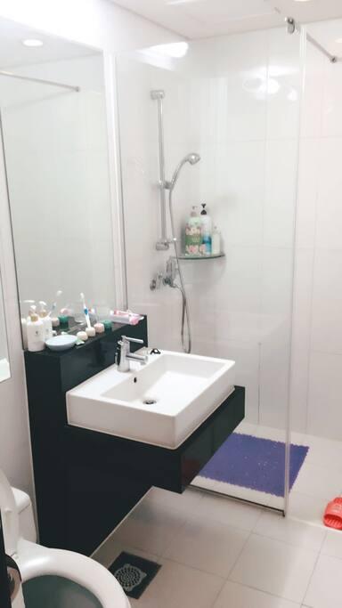 四人洗手间
