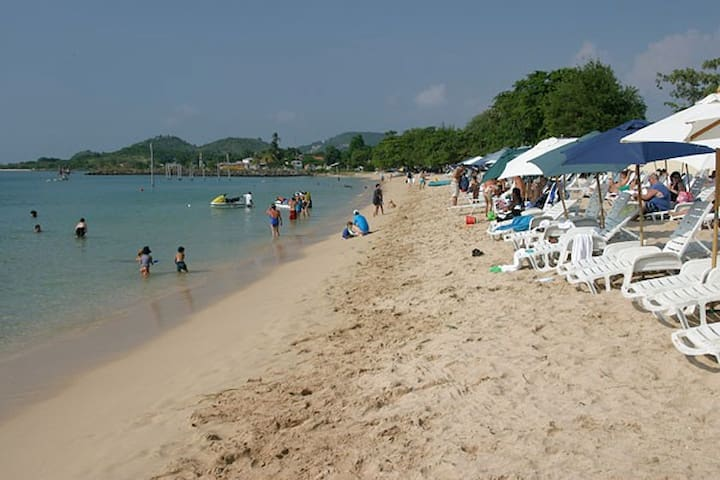 Apartment close to  Beach, Bars and Restaurants - Gros Islet - Flat
