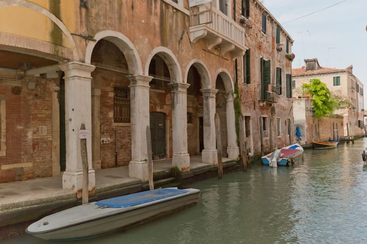 Red Rose : Big apartment in an historical palace - Venice - Apartment