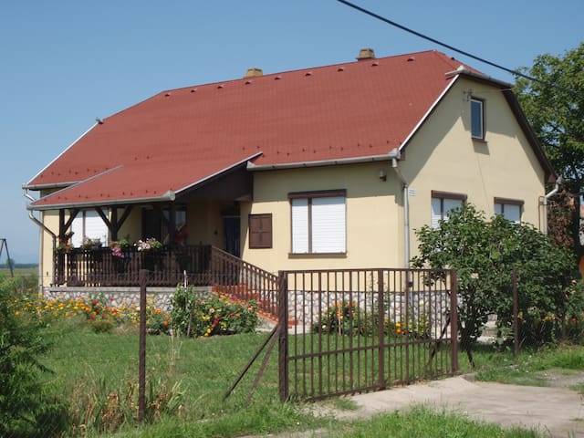 Comfortable family home near pusta! - Négyes - Casa