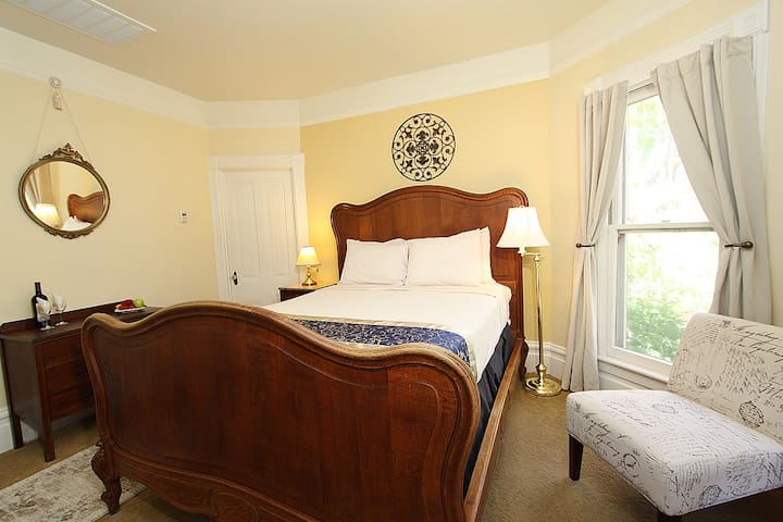 Hennessey House Bed and Breakfast - Dream Sweet