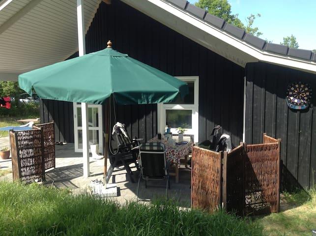 Hyggeligt sommerhus ved vandet - Hadsund - Sommerhus/hytte