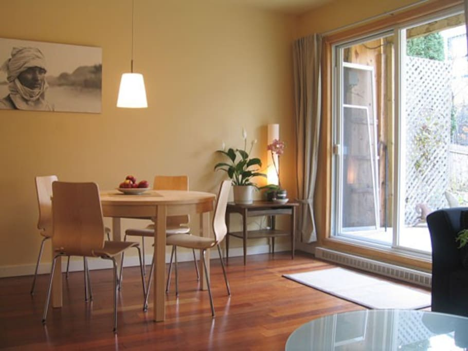 Living room with a 4-person (extendable) table, the patio doors give access to the terrace