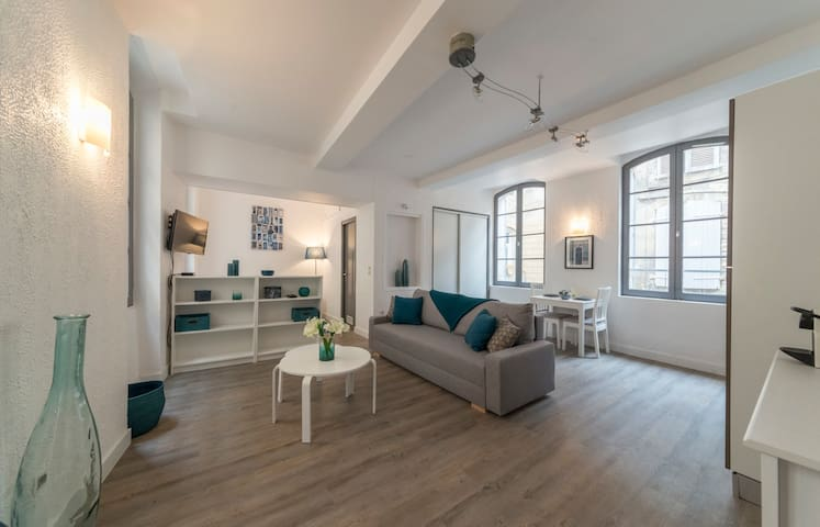 MODERN AND CHARMING  STUDIO IN THE CENTER OF AVIGNON FOR 4 PEOPLE