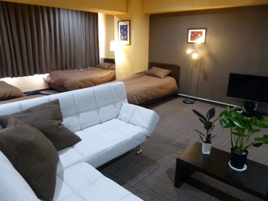 confotable 2 double beds, 2 single beds and 2 sofa beds in a room.