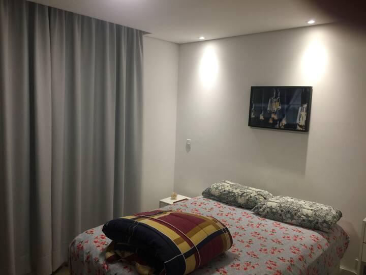 Quarto em apartamento em bairro nobre de Curitiba