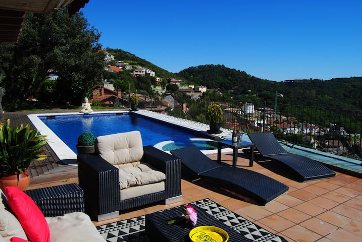 Spectacular house near barcelona with views - Sant Fost de Campsentelles - Huis