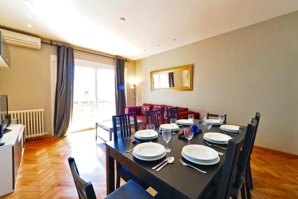 Pedrera apartment appartamenti in affitto a barcellona for Appartamenti barcellona affitto economici