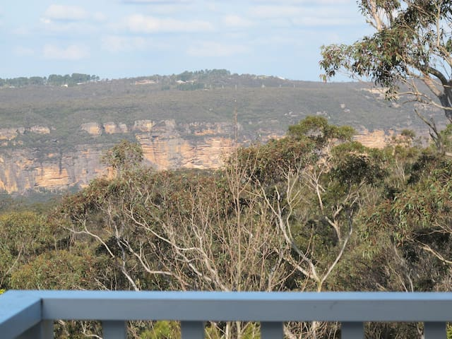 "Glengariff ""Leura with Views"""