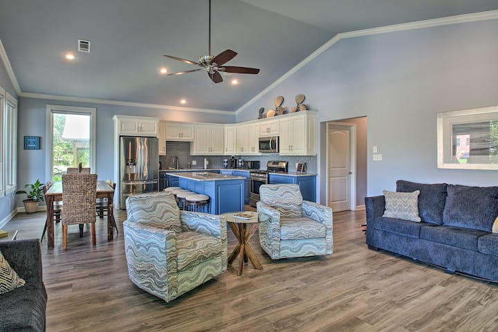 NEW! Lakefront House w/Outdoor Living Area + Dock!
