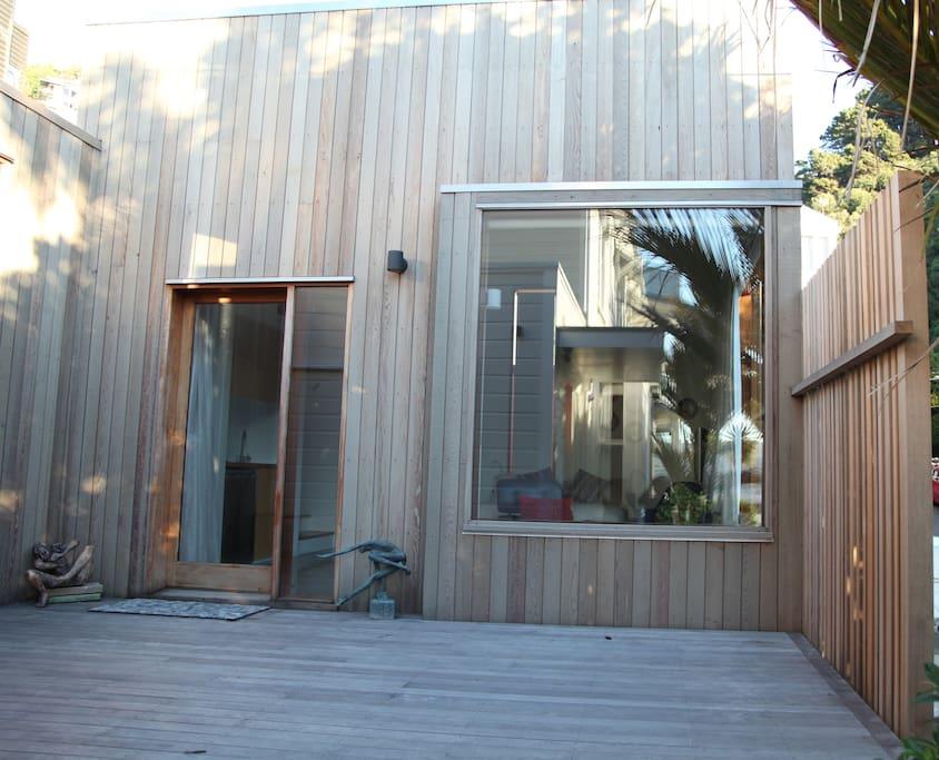 Oriental Bay Cedar Apartment with large windows to enjoy Wellington Harbour sea views