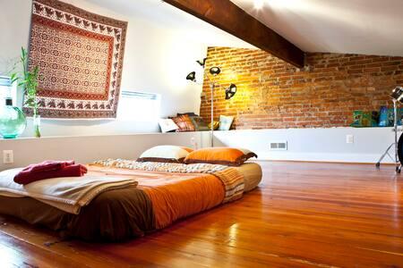 Quincy House Room Two (Unique Loft)