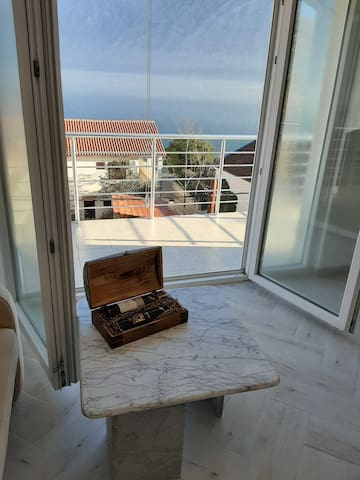 Luxury seafront flat Katareo
