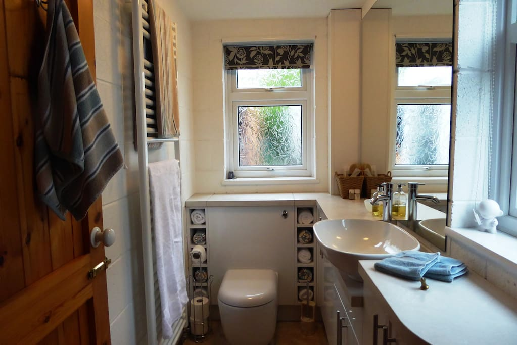 Wet room with towels and toiletries