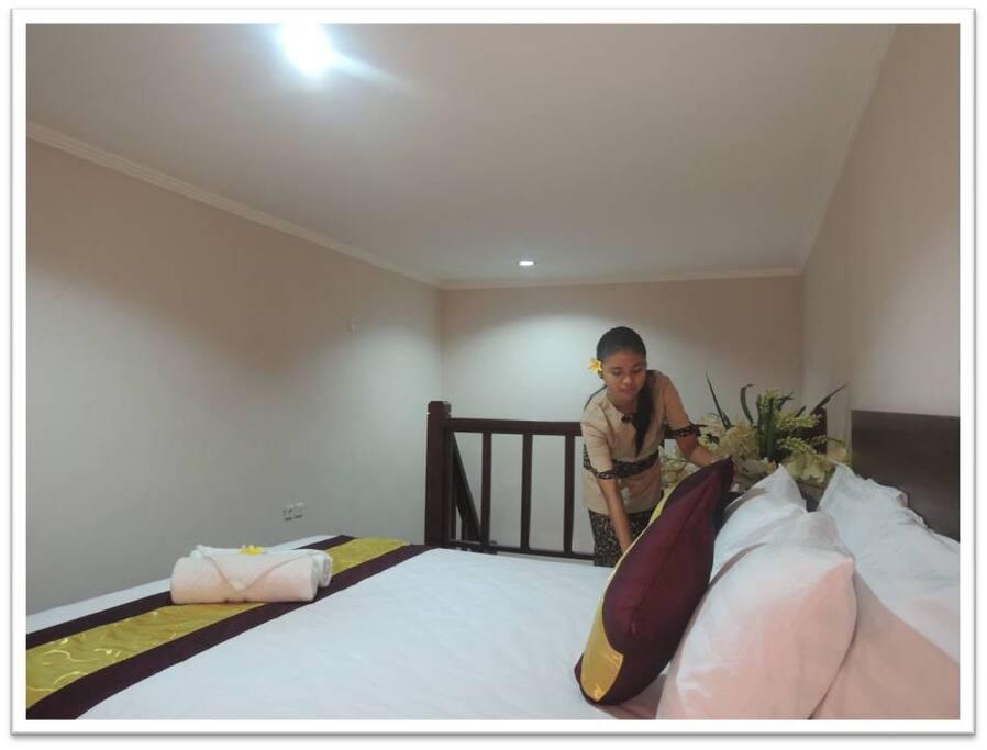 Model Mezzanine bagian atas : Bed saat dibersihkan room service