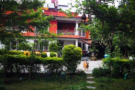 House with garden, trees n Flowers - Kathmandu - Haus
