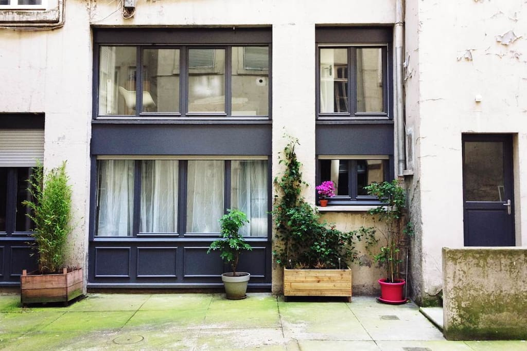 cozy duplex in the heart of lyon flats for rent in lyon rhone alpes france. Black Bedroom Furniture Sets. Home Design Ideas
