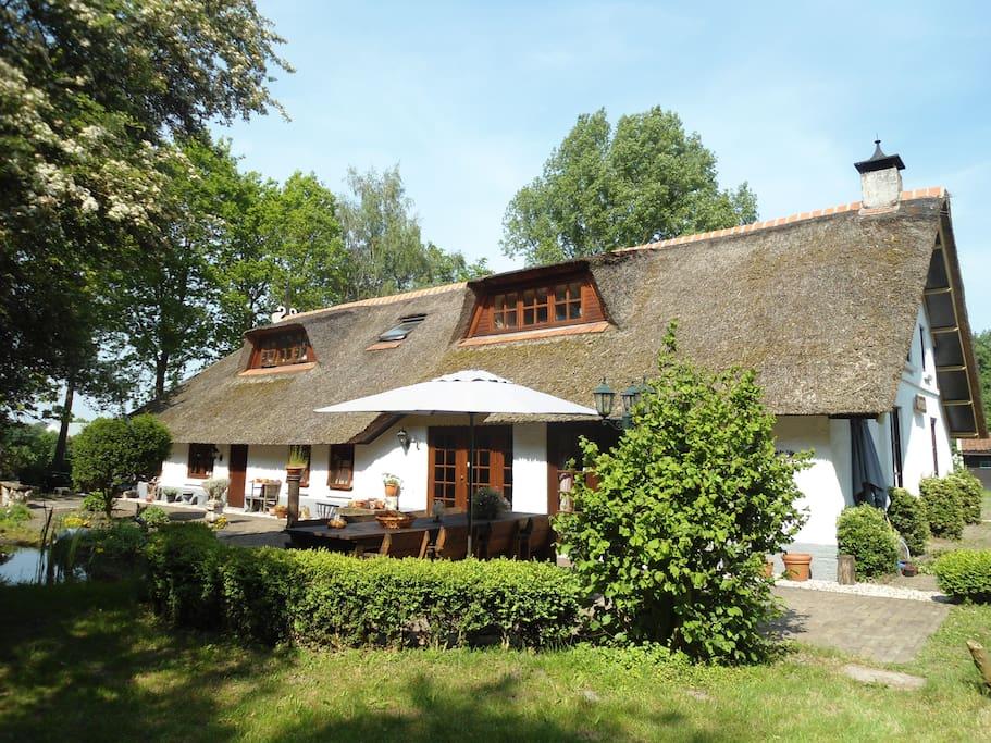 Fantastisch huis tuin friesland tot 16 personen huizen for Huizen te koop friesland
