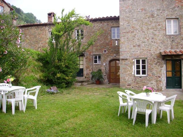 In the old farmhouses of Petrognano - Petrognano - Apartamento