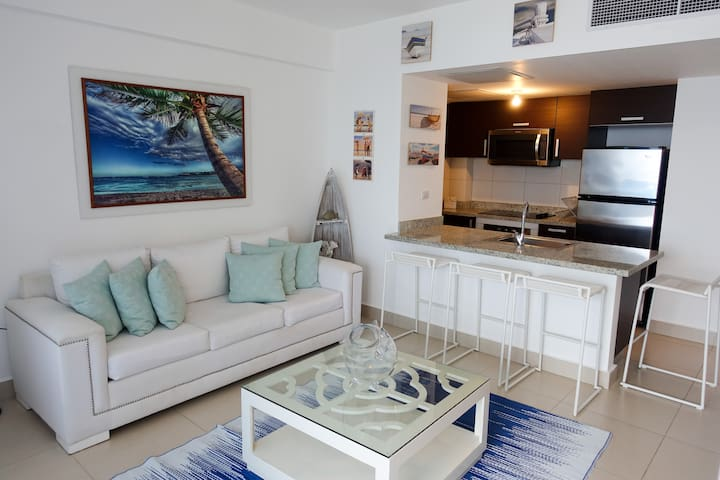 Chic Beachfront Apt. w/5 beds Las Olas Juan Dolio