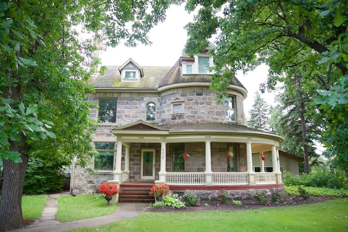 Bella's Castle Bed and Breakfast - Morden - Slott