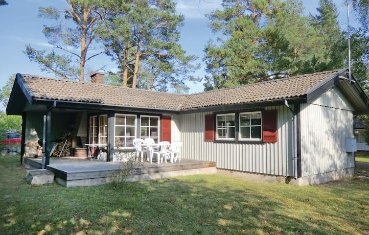 Holiday cottage with 2 bedrooms on 70 m² in Färjestaden