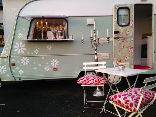 """Glamping"" in pretty 2 berth camper - Beauparc - Campingvogn"
