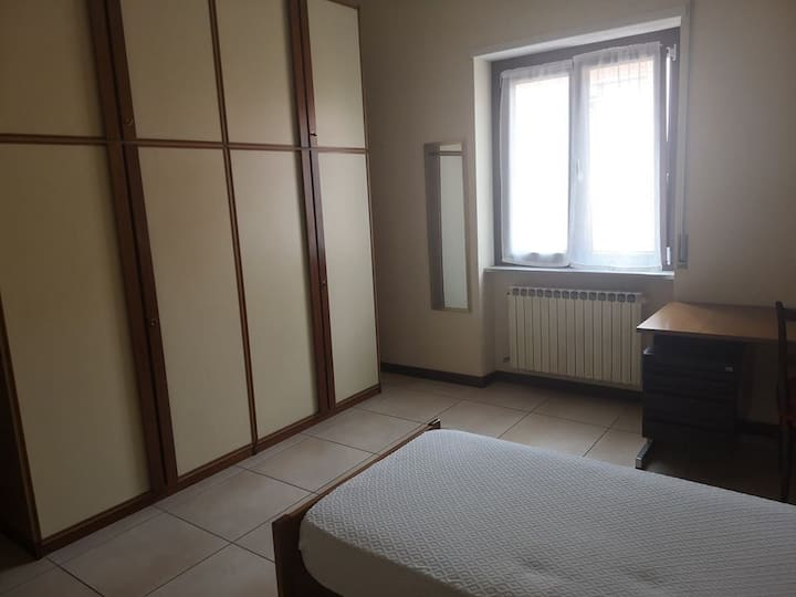 a nice and beautiful room in Turin
