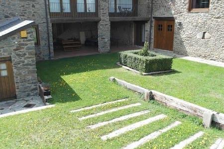Casa de piedra rehabilitada Cal Masover
