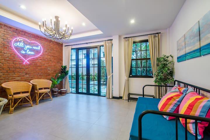 Seatown pool villa, walk to beach & shopping mall