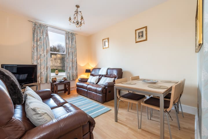 Bright, homely flat for 4, Fishergate, City Walls!
