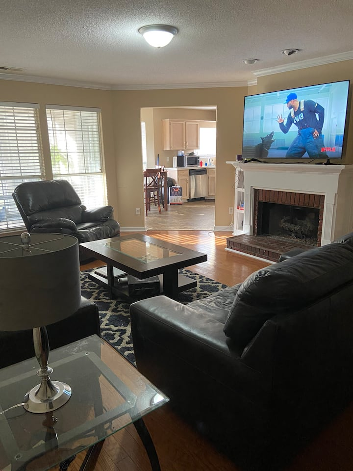 Oak MTN State Park• 3bd 1 exit from Shops•WIFI
