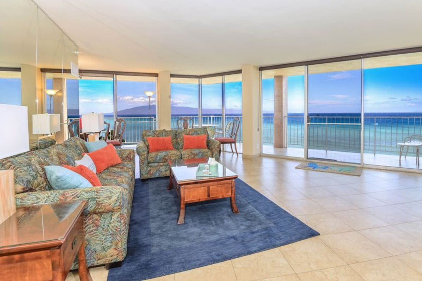 180 degree ocean and sunset views with Lanai and Molokai islands