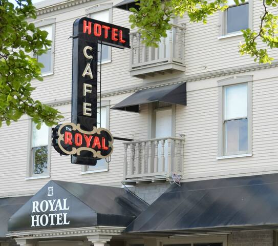 Historic Hotel Room in the downtown - Chilliwack