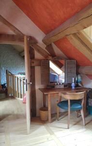 old farm cottage on bike lane 5 to castles - Mont-prés-Chambord