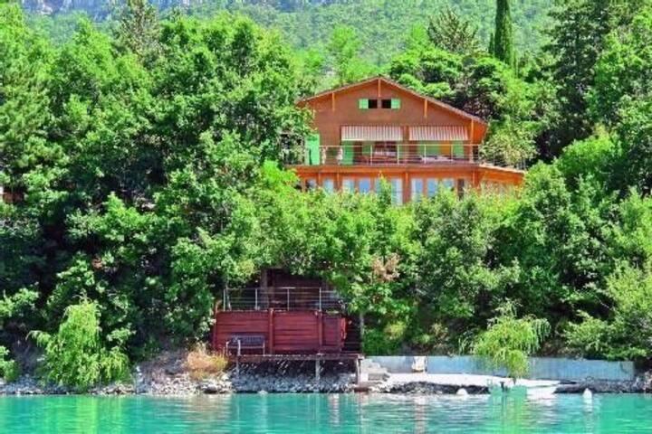 Luxurious 200 m2 Villa